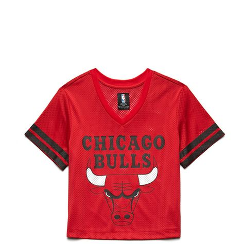 08889d0feb5ec5 Forever 21 x NBA Collection - A boxy jersey top featuring a Chicago Bulls™  logo
