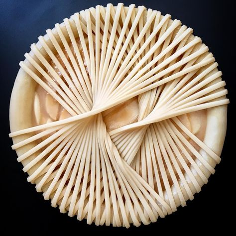 Home Baker s Creative Pies Showcase Mouth-Watering Pie Crust Art Impressive Desserts, Beautiful Desserts, Pastel Art, Creative Pie Crust, Pie Crust Designs, Caramel Pears, Beaux Desserts, Pie Decoration, Low Carb Diets