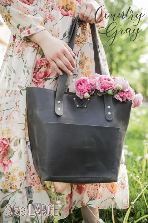 These leather totes are every bit as great as you could think they are. We choose exceptionally beautiful leather and step by step, it's gently transformed into one of your most durable everyday accessories. Personalized Tote Bags, Cloth Bags, Large Tote, Womens Tote Bags, Tote Handbags, Leather Totes, Leather Bag, Handmade Leather, Leather Craft