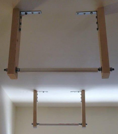 Wie Man Eine Leiter Wie Ein Profi An Der Garagendecke Aufbewahrt Aufbewahrt Der Ein Eine Garagend In 2020 Garage Ceiling Storage Ladder Storage Garage Organization