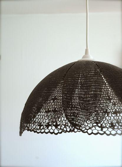 100均用品で簡単 レースと風船で作るランプシェードがかわいすぎる Naver まとめ Doily Lamp Crochet Lampshade Lampshade Chandelier