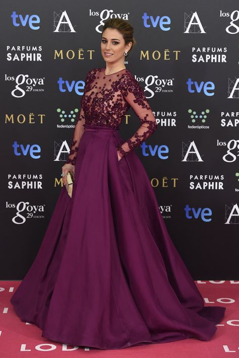 Premios Goya 2015; Blanca Suárez. Sin duda una de las mejores, el color le sienta de muerte, el vestido el 100% alfombra roja y los complementos, joyas, peinado y maquillaje muy hacertados.
