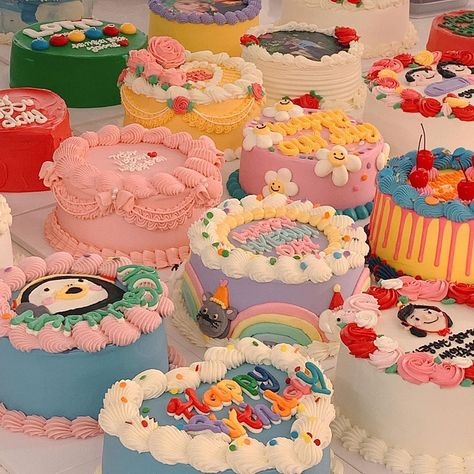 Pretty Birthday Cakes, Pretty Cakes, Beautiful Cakes, Comida Picnic, Cute Baking, Heart Shaped Cakes, Hello Kitty Cake, Cute Desserts, Birthday Cake Decorating