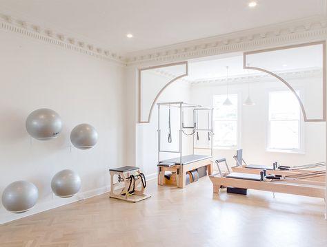 Pilates small home pilates studio, pilates studio stora. Yoga Studio Design, Interior Design Studio, Yoga Studio Decor, Design Interiors, Bedroom Interiors, House Interiors, Pilates Studio, Pilates Reformer, Pilates Workout