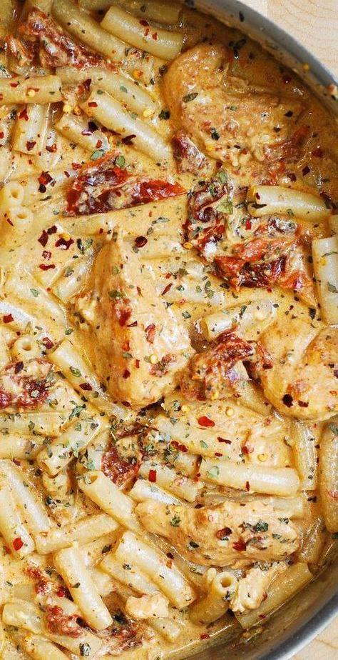 Sun-Dried Tomato Pasta with Chicken and Mozzarella #easydinner #creamypasta #chickenpasta