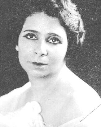 الفنانة المصرية دولت ابيض ولدت فى 29 يناير عام 1896 وتوفيت فى 4 يناير عام 1978 Egyptian Actress Dawlat Abyad Born On 29january 1896 Died On 4 Egypt Historical