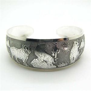 Women Opening Tibetan Bracelet Totem Carved Bangle Jewelry Vintage Cuff Retro
