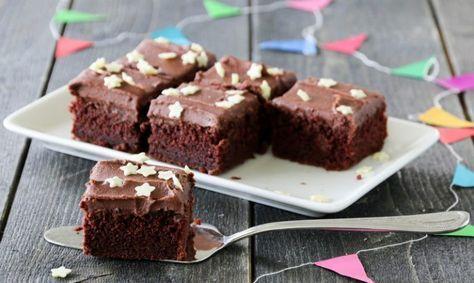 Saftig Sjokoladekake Med Sjokoladesmorkrem Oppskrift Baking Kaker Dessert Ideer
