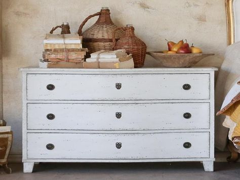 Awesome Old Fashioned Dresser With