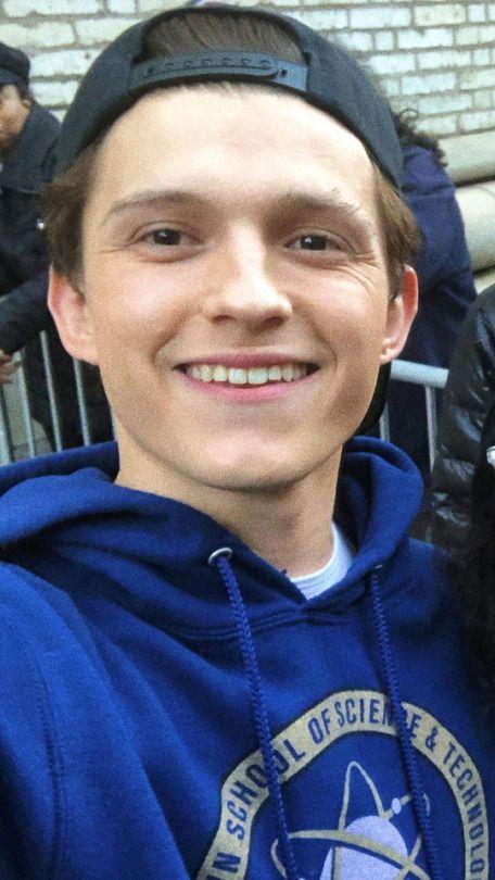 Love his smile 😃   Tom Holland   Tom holland imagines, Tom