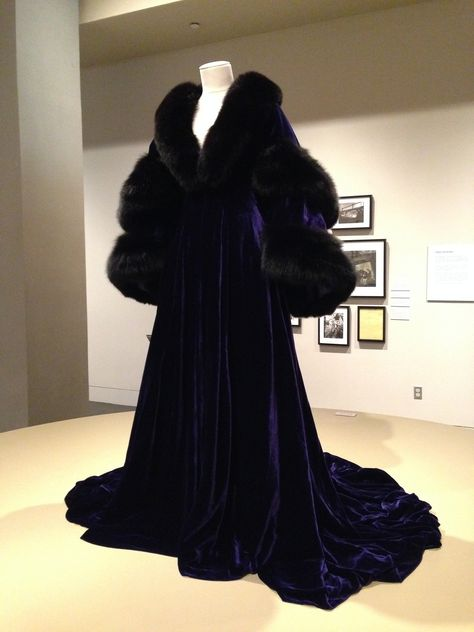 Scarlett O'Hara's blue velvet robe with fur contrasted her fair skin and enhanced her look of vulnerability in the scene. Fashion by Walter Plunkett. Gone with the Wind exhibit--Austin, TX Vintage Outfits, Vintage Dresses, Vintage Fashion, Couture Mode, Couture Fashion, Cool Outfits, Fashion Outfits, Fashion Tips, Fashion Design