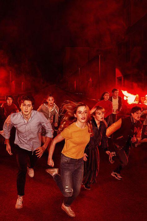"""Netflix-Serie """"The Society"""": Paralleluniversum des Horrors Die Netflix-Drama-Serie """"The Society"""" setzt auf ein utopisches Szenario Jugendliche ohne Erwachsene, Regeln und Gesetze. Alle Infos zu Cast, Inhalt, Trailer und Starttermin"""