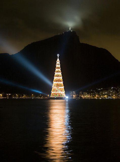 Christmas In Rio de Janeiro, Brazil.  Photo: Sergio Bondioni