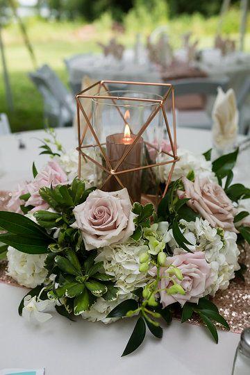 Rose gold lantern wedding centerpieces by Bella Flora Event Design #lantern #outdoortentwedding #tent #lantern #centerpieces #wedding #rosegoldwedding