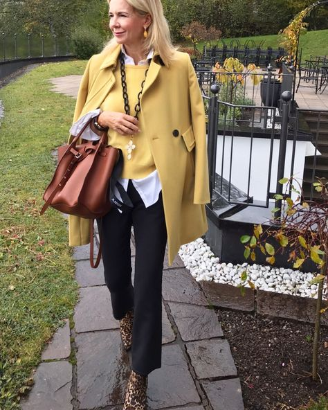 Leo Cowboy Boots meet yellow outfit... by Bibi Horst
