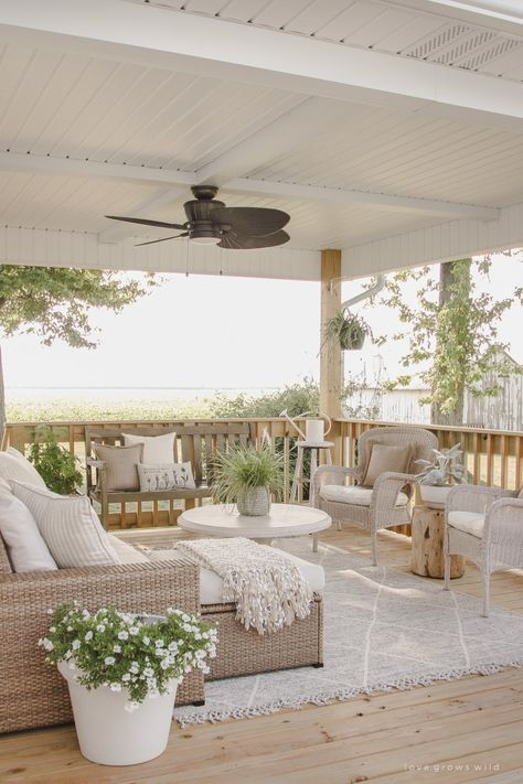 To get you ready for spring, we've rounded up nine of our favorite farmhouse backyard patios. It's farmhouse design inspiration to last you the whole year. #modernfarmhouse #farmhousepatio #farmhousepatioideas #farmhousedecor #homedecor