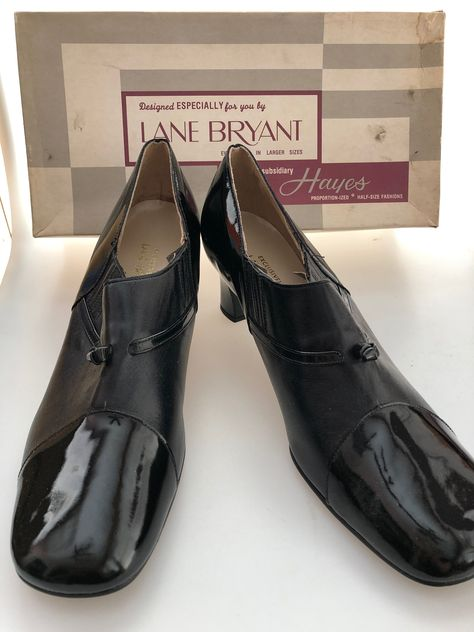 Previously Loved Pair of Bass Flats Black Leather Lace Up Round Toe Oxford Shoes Size 8 Please Read Description for Measurements