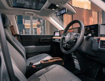 Interior Honda E Uk Spec 2020 In 2020 Interior Honda Wheel