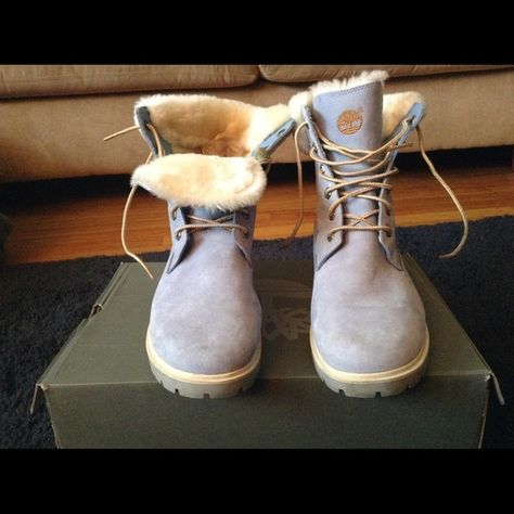 Waterproof baby blue timberlands, worn a few times. In GREAT condition.  Beautiful soft clean, white fur on the tongue, and around the top of boot. ade21cef49