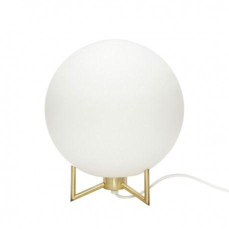 Lampe De Chevet Boule Blanche Laiton Hubsch 890506 En 2020 Lampe De Chevet Lampe Design Lampe De Table Blanche