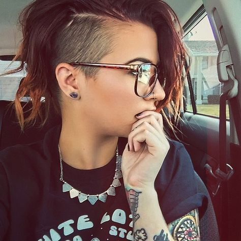 one side shaved hairstyles short - shaved on one side hairstyles Shaved Side Hairstyles, Cool Hairstyles, Shaved Side Haircut, Curly Hair Shaved Side, Shaved Sides Pixie, Bob With Shaved Side, Half Shaved Head Hairstyle, Shaved Hair Women, Shaved Hair Cuts