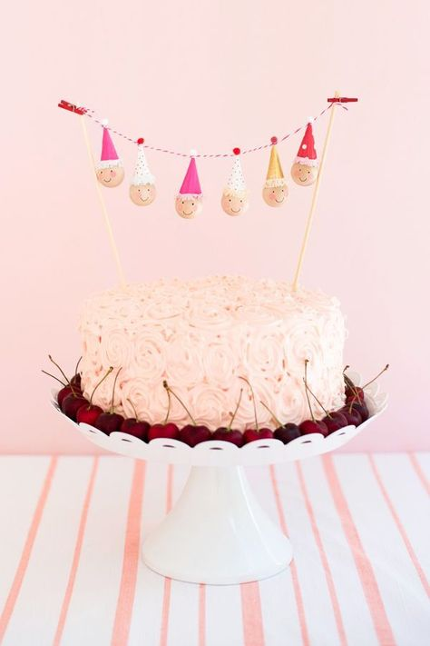Photo of Mini Clown Cake Topper DIY (Oh Happy Day!)