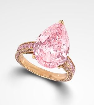 .Pink pear-shaped diamond engagement ring
