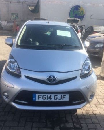 Toyota Aygo Silver Mode Ac Vvt I 5 Door With Low Miles 10 000 Miles On Clock Day Time Running Lights Drl Led At The Front All Genuine 2014 Model Autos