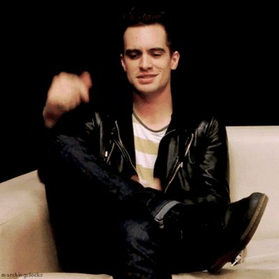 NOW YOU OFFICIALY HAVE SEEN BRENDON URIE SIDE TWERKING ASDFGHJKL