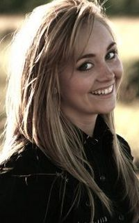 Amber Marshall as Amy in heartland.