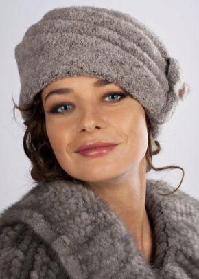 d03bfd10840b Вязаные шапки (151 фото): для женщин 50 лет, модные модели осень ...