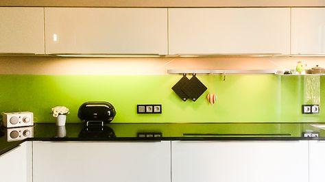 Kuche Glas Kuchenwand Aus Glas Farbig Lackiert Spritzschutz Fassaden Gestaltung Spritzschutz