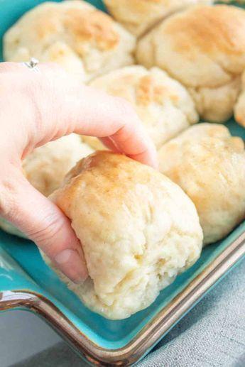 Soft, fluffy and EASY gluten free rolls! Ready in 1 hour and everyone will love . - Soft, fluffy and EASY gluten free rolls! Ready in 1 hour and everyone will love them. Patisserie Sans Gluten, Dessert Sans Gluten, Gluten Free Desserts, Gluten Free Breads, Wheat Free Bread Recipes, Wheat Free Baking, Gluten Free List, Gluten Free Biscuits, Gluten Free Rolls