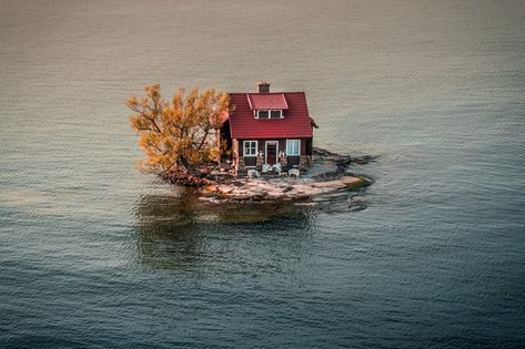 Smalli Island home in Alexandra Bay, Vermont, US