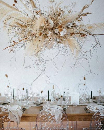 The latest wedding trend is nebulous, airy and levitational designs and we are OBSESSED! Dried branches and florals, kokedama botanical inspo and frozen in time design inspiration we're loving right now! #weddingtrends #weddinginstallations #airyweddingd