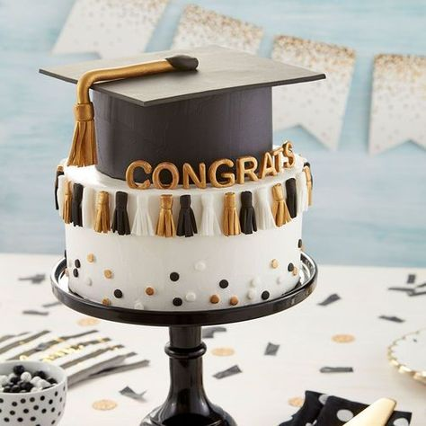This Graduation Tassel Cake is so fun! You could even use your child's graduat… This Graduation Tassel Cake is so College Graduation Cakes, Graduation Tassel, Graduation Desserts, Graduation Party Planning, Graduation Cupcakes, Graduation Decorations, Graduation Cake Designs, Graduation Celebration, Food For Graduation Parties