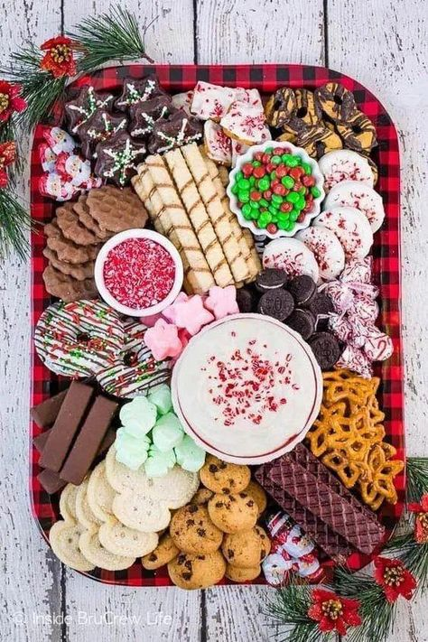 14+ Delicious Christmas Food And Snack Ideas For Parties || Tons of delicious inspiration for festive Christmas party foods to please your holiday party crowd! Finger foods and themed appetizers! #christmassnack #christmasfood #christmaspartyfood ~ Agus #chrismasappetizersappetizerideas