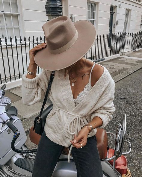 Fashion Tips Casual .Fashion Tips Casual Outfits With Hats, Casual Fall Outfits, Mode Outfits, Trendy Outfits, Fashion Outfits, Fashion Tips, Fashion Trends, Womens Fashion, Fashion Ideas