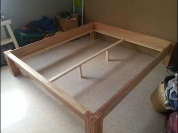 Bett selber bauen ohne lattenrost  Massivholz Bett ohne Schrauben - Nachgebaut Holz Anleitung | Bett ...