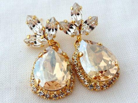 #weddings #jewelry #earrings #bridesmaidgift #swarovskiearrings #chandelierearrings #dangleearrings #dropearrings #crystalearrings #rhinestoneearrings #swarovskirhinestone #bridalwedding #champagnechandeleir #champagneearrings #goldenshadow