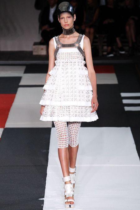 Alexander McQueen Spring 2014 Ready-to-Wear Fashion Show - Elisabeth Erm (Elite)