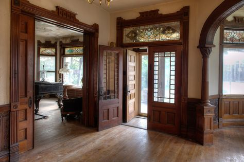 Victorian House Interiors, Victorian Decor, Victorian Homes, Victorian Architecture, Interior Architecture, Classical Architecture, Antebellum Homes, Old Farm Houses, Historic Homes