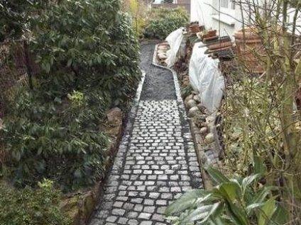 Gartenweg Anlegen Anleitung F R Hobbyhandwerker Gartenwegeideen Gartenwegeanlegen Gartenwege In 2021 Gartenwege Anlegen Gartenweg Garten