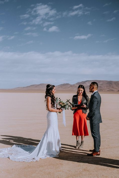 Browse the blog of this intimate adventure elopement at Red Rock Canyon in Las Vegas. This desert elopement in Las Vegas was a dream. We held the elopement ceremony surrounded by the red rocks and desert landscape and a great idea for brides during covid! #covidweddingideas #desertelopement #smallwedding | Anela Benavides Photography