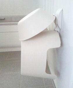 築23年 2年前に洗面所とお風呂をリフォームしました その際に 以前のお風呂の悩みのタネ フタやイス 洗面器 ヌルヌルから汚れが始まるので ズボラな私は 少しでも ラクをしたいだったら 壁や床から浮かせたらいいのでは と He 浴室 椅子 お風呂場 収納