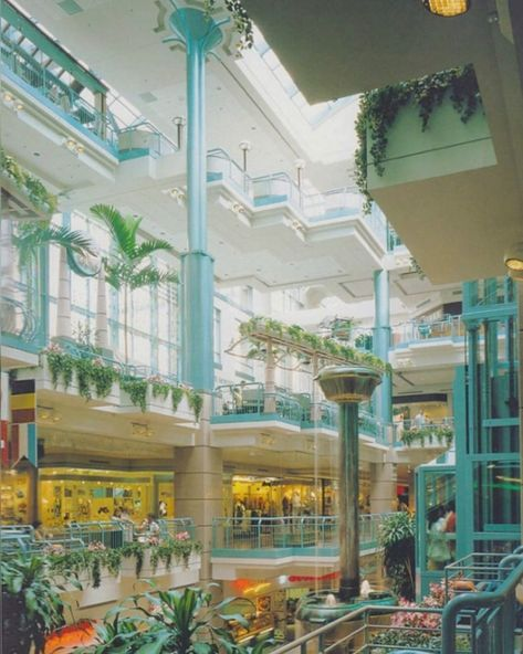 Retro Interior Design, Retro Design, Interior Exterior, Exterior Design, Dead Malls, Shopping Malls, Neon, Shopping Center, Montreal