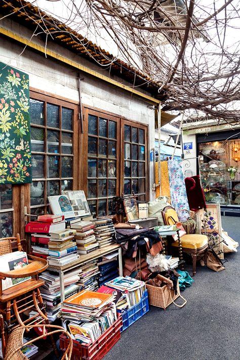 Paris: Marché aux Puces de Saint-Ouen. #art #vintage www.lecollectionist.com