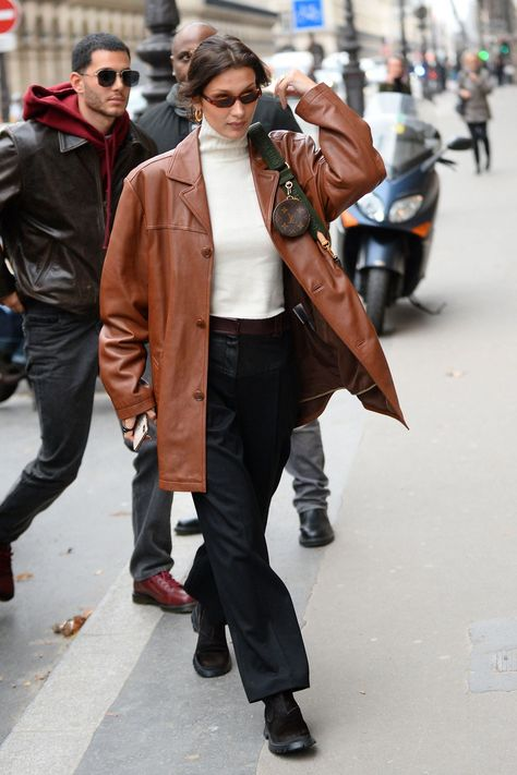 Bella Hadid Street Fashion - Paris Bella Hadid Style, Outfits and Clothes. Style Bella Hadid, Bella Hadid Outfits, Bella Hadid Fall, Looks Street Style, Looks Style, My Style, Style Men, Paris Street Fashion, New York Fashion