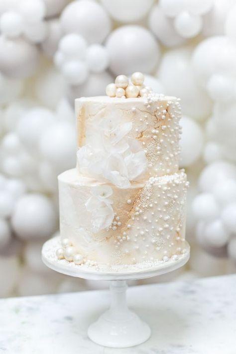 Wedding Cake Pearls, Camo Wedding Cakes, Luxury Wedding Cake, Wedding Gifts For Groom, Floral Wedding Cakes, White Wedding Cakes, Beautiful Wedding Cakes, Wedding Cake Designs, Beautiful Cakes