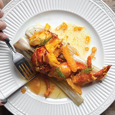 Homard poché au beurre de safran, fenouil braisé et suprêmes d'oranges